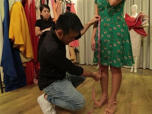 Lê Thanh Hòa - nhà thiết kế thời trang thành công với những mẫu trang phục được các Hoa Hậu Việt Nam tin chọn.