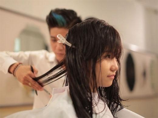 Người giúp Tiên có được một vẻ ngoài mới hoàn thiện hơn với tài năng trong lĩnh vực thời trang tóc mà cô theo đuổi.