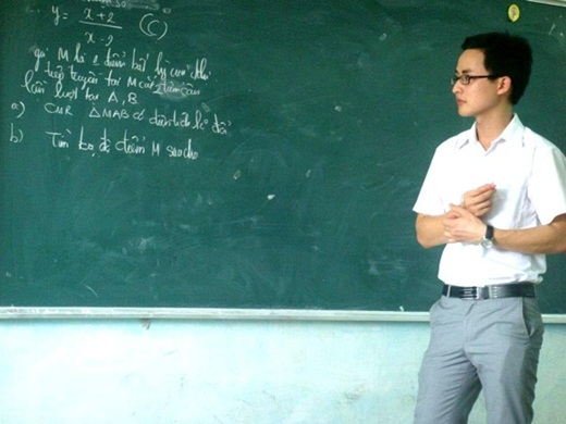 """""""Sạc pin"""" mùa thi với độ điển trai của thầy giáo hot boy"""