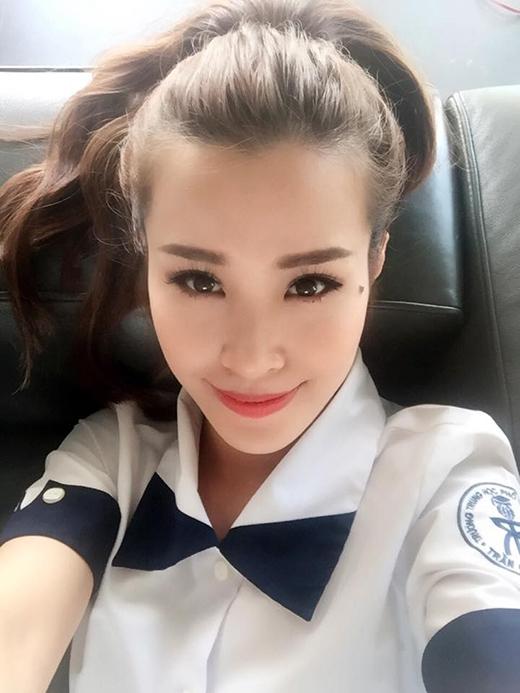 Đông Nhi trong bộ trang phục học sinh tươi tắn selfie dành tặng cho các sĩ tử của mình. - Tin sao Viet - Tin tuc sao Viet - Scandal sao Viet - Tin tuc cua Sao - Tin cua Sao