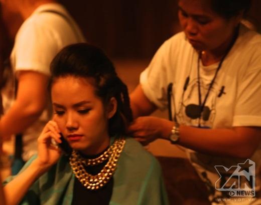 Phương Ly khá mệt mỏi sau một đêm thức trắng để quay phim - Tin sao Viet - Tin tuc sao Viet - Scandal sao Viet - Tin tuc cua Sao - Tin cua Sao