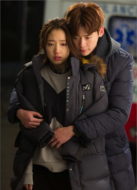 Park Shin Hye và Lee Jong Suk tình cảm trong phim Pinocchio.