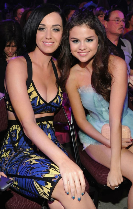 Selena Gomez hết lời ca ngợi kẻ thù của Taylor Swift