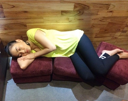 Cười ngất trước những dáng ngủ siêu bá đạo của sao Việt - Tin sao Viet - Tin tuc sao Viet - Scandal sao Viet - Tin tuc cua Sao - Tin cua Sao