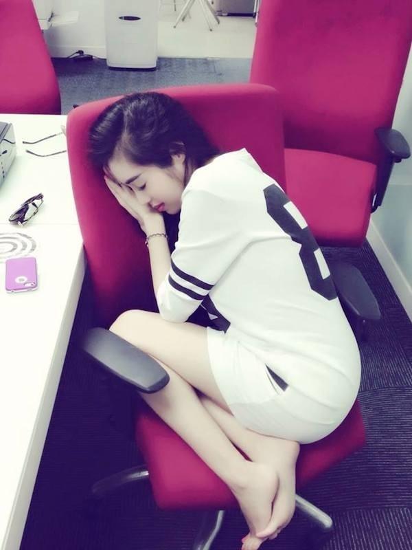 Dáng ngủ co ro của Elly Trần - Tin sao Viet - Tin tuc sao Viet - Scandal sao Viet - Tin tuc cua Sao - Tin cua Sao