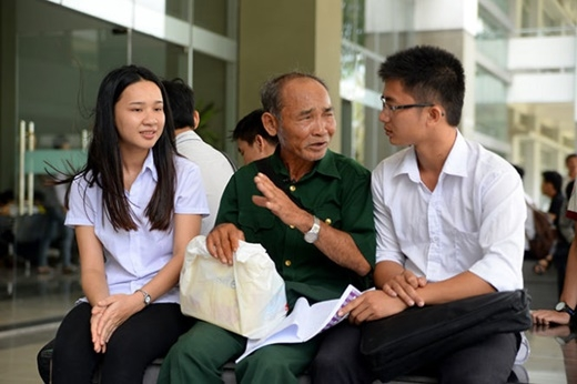 Lặng người với 3 câu chuyện đáng suy ngẫm ngay trong ngày thi đầu tiên