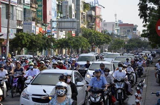 TP. HCM: Giao thông bị ùn tắc nghiêm trọng trong ngày thi THPT đầu tiên
