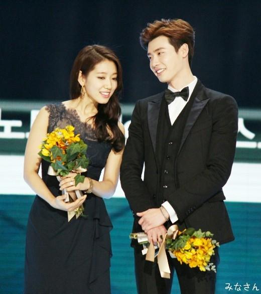 Vì sao Lee Jong Suk và Park Shin Hye là cặp đôi đẹp như mơ?