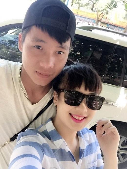 Tiền đạo U23 Việt Nam bén duyên với nữ biên tập viên cực xinh