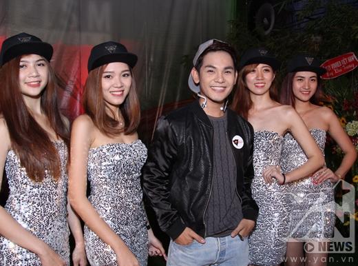Sự kiện còn có sự tham gia của ca sĩ Sơn Ngọc Minh - Tin sao Viet - Tin tuc sao Viet - Scandal sao Viet - Tin tuc cua Sao - Tin cua Sao