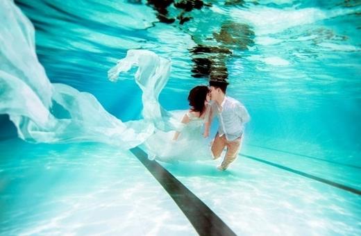 """Ngất ngây bộ ảnh dưới nước đẹp """"mê hồn"""" của chàng cảnh sát trẻ"""