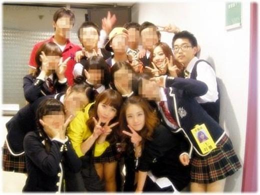 Kara và B1A4 (2009)