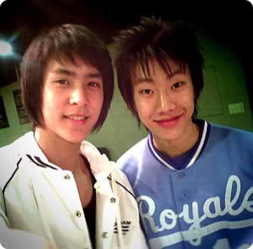 Jay Park và Dongwoon ngố tàu chụp ảnh chung.