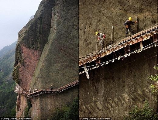 Đầu tiên, những người công nhân này phải lắp ráp giàn giáo trên sườn núi trước khi khởi công xây dựng và sau đó phải men theo những giàn giáo này để tiếp tục nối dài con đường.