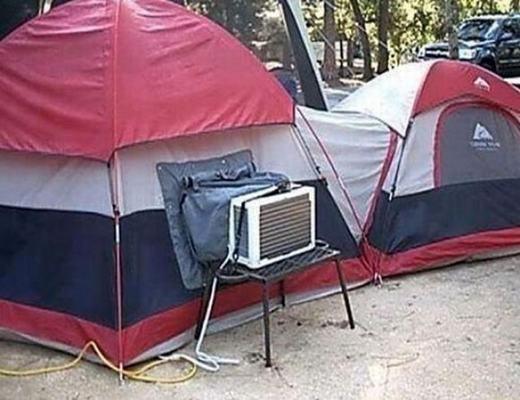 Cắm trại cũng phải có máy lạnh mới chịu được cái nóng này!