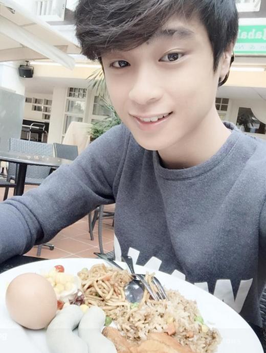 """""""Đứng tim"""" với chàng thư sinh đẹp trai như Kim Soo Huyn"""