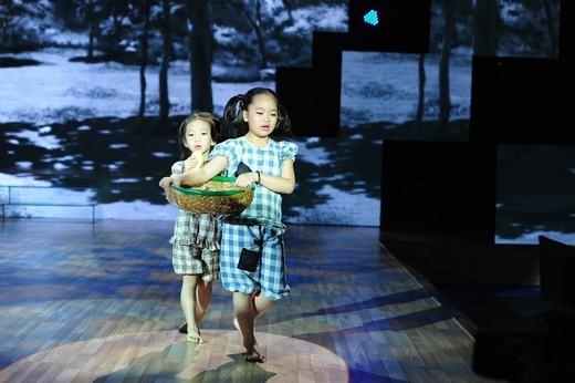 2 bé Hà An, Bảo Anh diễn xuất nhập tâm và khóc thật trên sân khấu. - Tin sao Viet - Tin tuc sao Viet - Scandal sao Viet - Tin tuc cua Sao - Tin cua Sao