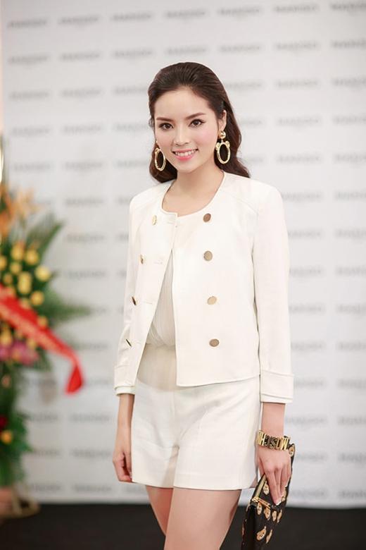 Thời gian gần đây, phong cách thời trang của Hoa hậu Việt Nam 2014 có sự chuyển biến rõ nét theo hướng tích cực hơn.