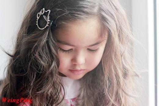 Điêu đứng trước nụ cười trong sáng như thiên thần của em bé lai