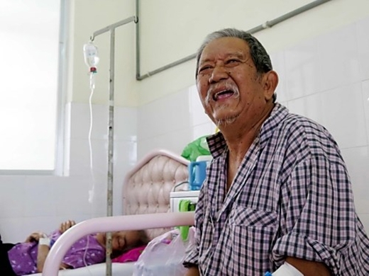 Nụ cười vẫn luôn hiện hữu trên môi của ông hề già - Tin sao Viet - Tin tuc sao Viet - Scandal sao Viet - Tin tuc cua Sao - Tin cua Sao