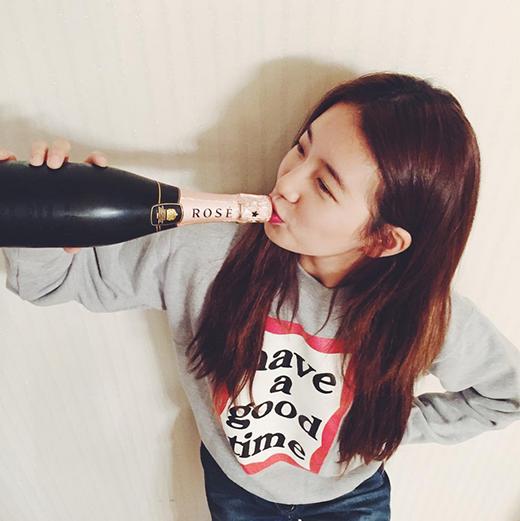 Nhân dịp sinh nhật Miss A, Suzy ăn mừng một mình
