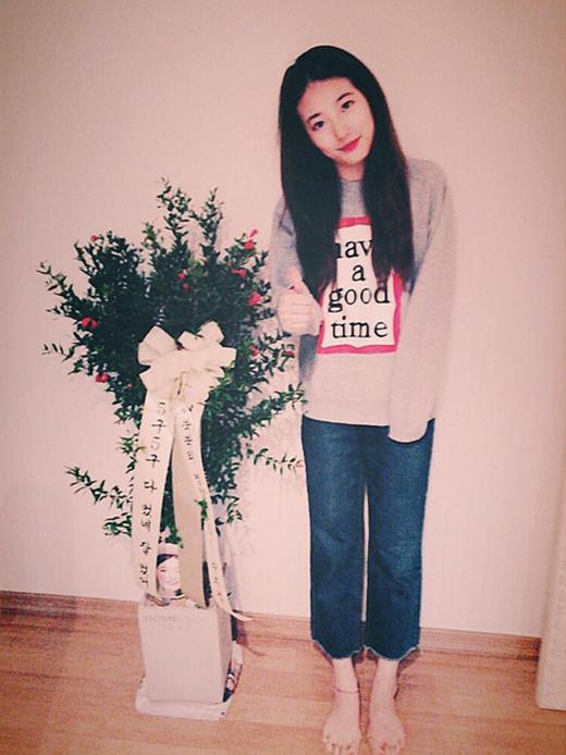 Suzy khoe quà fan tặng mừng 5 năm ra mắt Miss A.