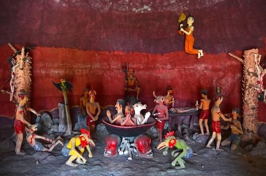 Cảnh địa ngục đầy ám ảnh bên trong chùa.