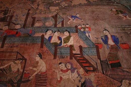 Bức bích họa những khu cảnh thanh bình ở khu điện chính.