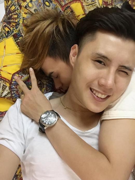 Phát ghen với chuyện tình lãng mạn của cặp đồng tính Việt