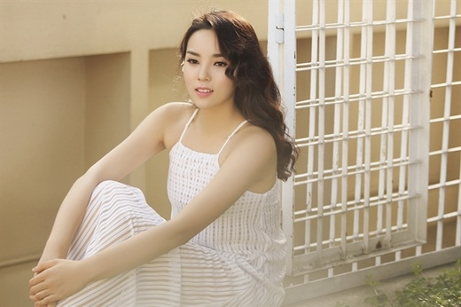 Khi còn học cấp 3, cô đã là học sinh của ngôi trường chuyên danh giá Lê Hồng Phong, Nam Định. Hiện tại, người đẹp đang là sinh viên năm nhất của ĐH Ngoại Thương sau khi đỗ với kết quả xuất sắc 22,50 điểm. - Tin sao Viet - Tin tuc sao Viet - Scandal sao Viet - Tin tuc cua Sao - Tin cua Sao