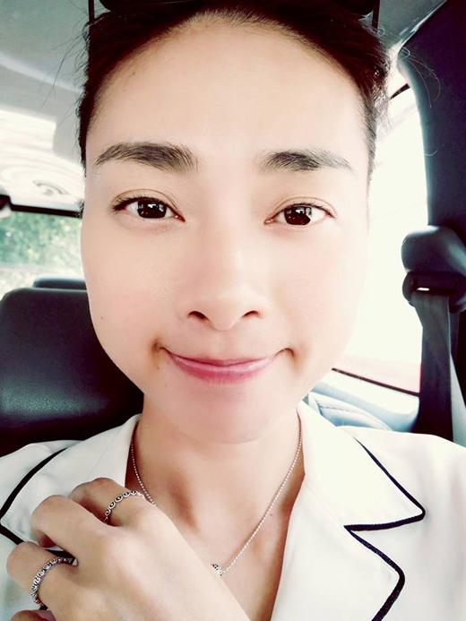 Mới đây nhất, Ngô Thanh Vân đã đăng tải hình ảnh này trên trang cá nhân của mình. Đả nữ của màn ảnh Việt cho hay, đây là lần đầu tiên cô dám khoe mặt mộc của mình như vậy trước công chúng, nhưng nhờ có tí ánh sáng nên cô đã có thể tự tin hơn.