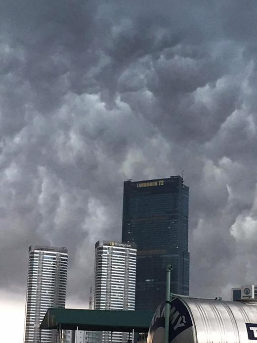 Từ chiều ngày 4/7, tại một nơi ở Miền Bắc mây đen đã che kín bầu trời