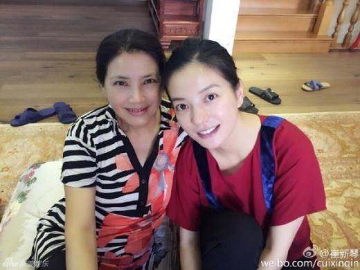 Triệu Vy, Trần Khôn bên cô giáo chủ nhiệm