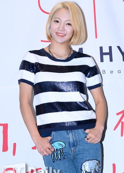 """Mới đây, tham gia họp báo chương trình Hyo Style, Hyoyeon (SNSD) mắc lỗi trang điểm khá nghiêm trọng khi xuất hiện với gương mặt trắng bệt """"mất điểm"""" trước truyền thông và báo chí."""