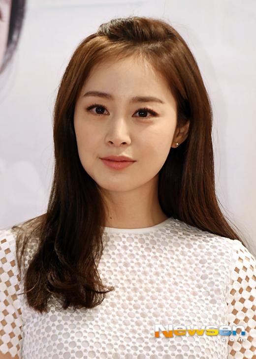 Đối với hạng mục nữ thì biểu tượng sắc đẹp Kim Tae Hee giữ vị trí đầu tiên với 7 phiếu bình chọn.
