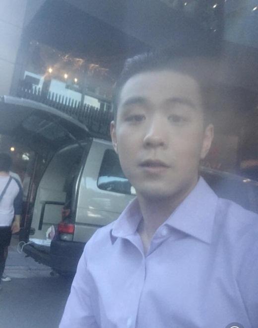 HuyMe thời gian này đang quay phim tại Đài Loan. Không biết bộ phim tiếp theo chàng hot vlog này tham gia là bộ phim nào, nhưngHuyMe mới đây đã kể khổ với mọi người trên trang cá nhân rằng điện thoại của mình đã bị vỡ mất camera trước, nên bức hình thành ra mờ ảo như trong sương. Tạo hình mới củaHuyMetrong bộ phim cũng nhận được rất nhiều sự quan tâm và chú ý của người hâm mộ.