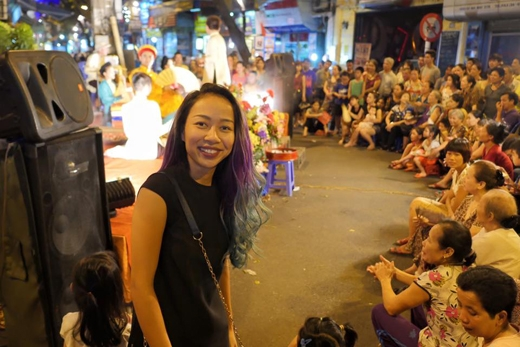 Nữ ca sĩ Thảo Trang đã có dịp được thăm thú Hà Nội, với chuyến đi lần này cô thực sự cảm thấy rất thích thú vì ban đêm tại con phố mà cô đang đứng chỉ có những người dân đi bộ cùng nhau, chứ chẳng hề có cảnh kẹt xe đông đúc như ở Sài Gòn.