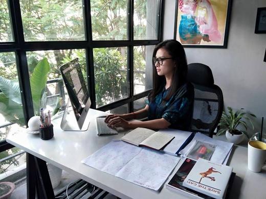 Ngay sau khi trở về từ chuyến đi nghỉ dưỡng tại Mỹ cách đây 1 thời gian, nữ diễn viên Ngô Thanh Vân đã chính thức bắt tay ngay vào làm việc, cô thực sự là một người chăm chỉ với công việc, thậm chí quên cả ăn trưa.