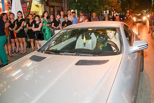 Được biết, ô tô 2,5 tỷ đồng được Hồng Quế mua từ đầu năm ngoái. - Tin sao Viet - Tin tuc sao Viet - Scandal sao Viet - Tin tuc cua Sao - Tin cua Sao
