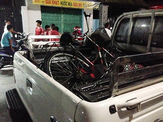 Chiếc xe đạp của nạn nhân được tìm thấy dưới con suối