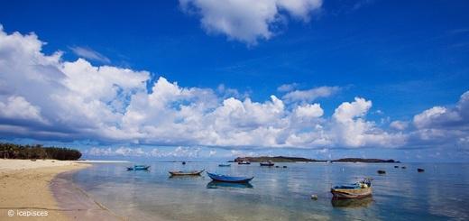 Trời và biển như hòa làm một ở Hòn Tranh.