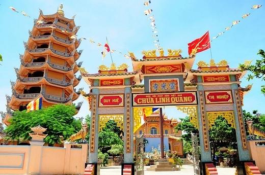 Chùa Linh Quangđược xem là một trong những ngôi chùa cổ nhất của tỉnhBình Thuận.