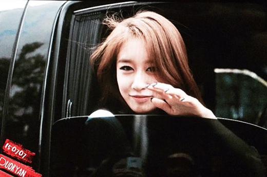 Jiyeon trong buổi họp báo hôm nay 7/7.