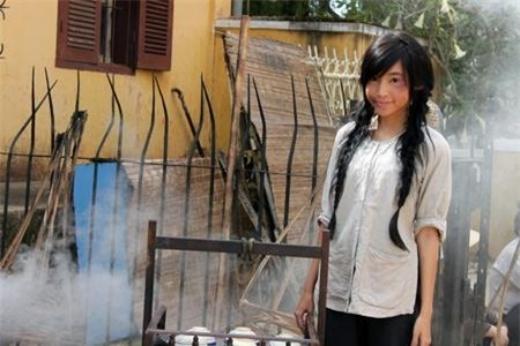 Dáng vẻ đầu đường xó chợ trên phim trường của hotgirl Elly Trần. - Tin sao Viet - Tin tuc sao Viet - Scandal sao Viet - Tin tuc cua Sao - Tin cua Sao