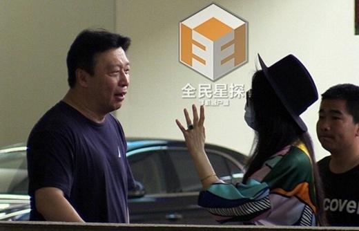 Phạm Băng Băng lộ mặt mộc kém tươi, bắt gặp cãi nhau với quản lý