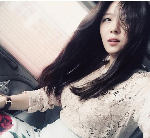 Ha Ji Won bất ngờ khoe với fan hình ảnh tự sướng đẹp tựa nữ thần.