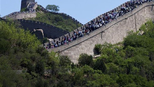 Lượng khách du lịch lớn là mối nguy hại cho việc bảo tồn và gìn giữ nơi này