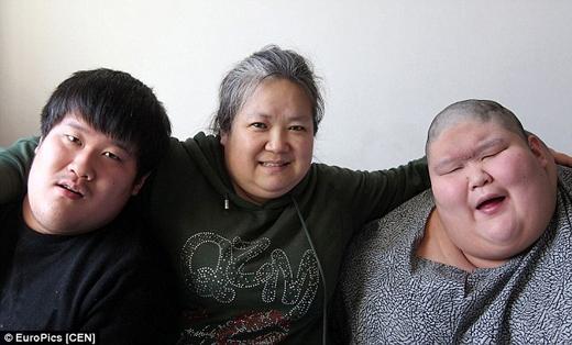 Cảm phục nghị lực của người mẹ đơn thân chăm con bại não hơn 20 năm