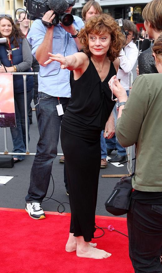 Susan Sarandon đã thoải mái đến nỗi đi chân trần trên thảm đỏ.