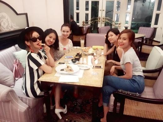 Hội chị em đã có dịp hẹn hò tại Hà Nội. - Tin sao Viet - Tin tuc sao Viet - Scandal sao Viet - Tin tuc cua Sao - Tin cua Sao